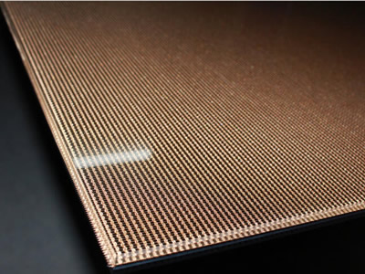 Its edge of wired glass, and wire mesh in it is copper mesh.